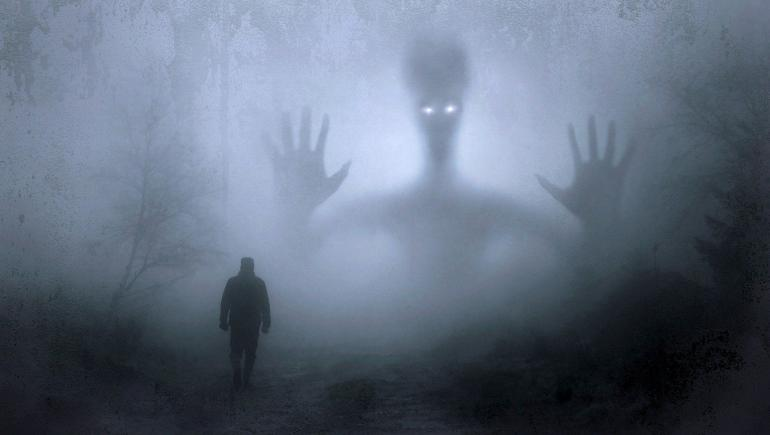 Ilustrasi bertemu hantu. Sumber: Pixabay.com/KELLEPICS