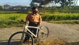Berangkat sekolah naik sepeda, saat Ramadan, bukan berarti puasanya harus batal. Dokpri