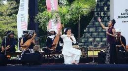 Deskripsi ; Musisi tanah air menampilkan alat musik relief Borobudur I Sumber Foto : soundofborobudur.org