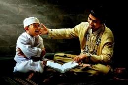 Ilustrasi gambar mengajari anak mengaji | Dokumen gambar via RRI.co.id