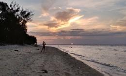 Ngabuburit bersama keindahan sunset, salah satu bekal mindfulness nan indah dan menenangkan. Dokpri - sunset Gili Trawangan Lombok