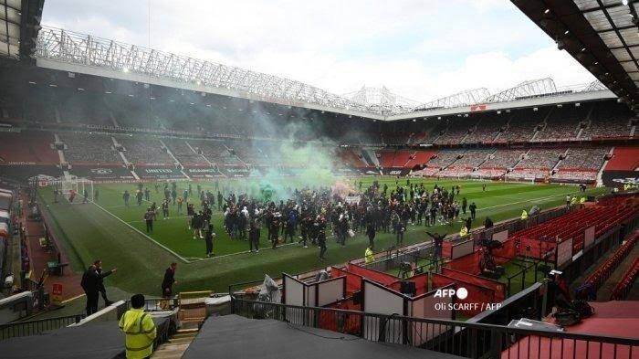 Aksi protes suporter Manchester United di Old Trafford (Tribunnews.com)