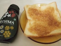 Roti tawar dengan KOJIMA (Foto : Martha Weda)