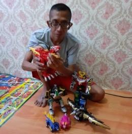 Saya dan koleksi robot-robotan   Dokumen Pribadi