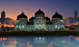 Masjid Raya Baiturrahman ketika sunset. Sumber: dok. Tonny Syiariel
