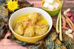 Opor ayam, salah satu masakan khas lebaran (kompas.com/shutterstock/amalia eka)