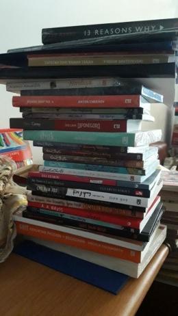 Tumpukan buku baru perlu disortir (dokpri)