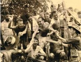 Tawanan Australia di Laha, Ambon. Sumber : forces-war-records.co.uk