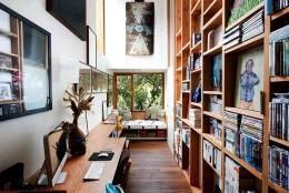 Furniture sudut baca lebih fungsional. Sumber: Screenshot/David Boyle Architect @Houzz.com