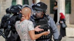 Perlakuan polisi Israel terhadap warga Palestina (pic: trtworld.com)