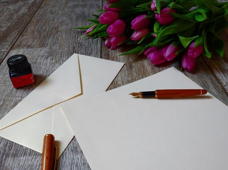 Surat untuk sanak saudara di kampung halaman (foto dari pixabay.com)