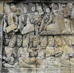 Relief para musisi tengah memainkan peralata musik. Ditemukan di lantai utama Candi Borobudur (Lalitavistara)