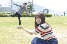 Kiyama (kiri) dan Aoi (kanan) sedang bersenang-senang (sumber gambar : mediaverse.plex.tv)