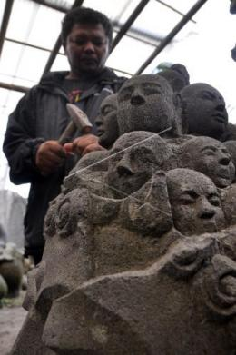 Ismanto dan patung Batunya, Kedekatan dengan Borobudur mempengaruhi seniman berkarya seni (antara.news.com)