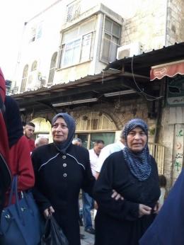 Suasana pasar di Yerusalem, ada pula warga muslim - dokpri