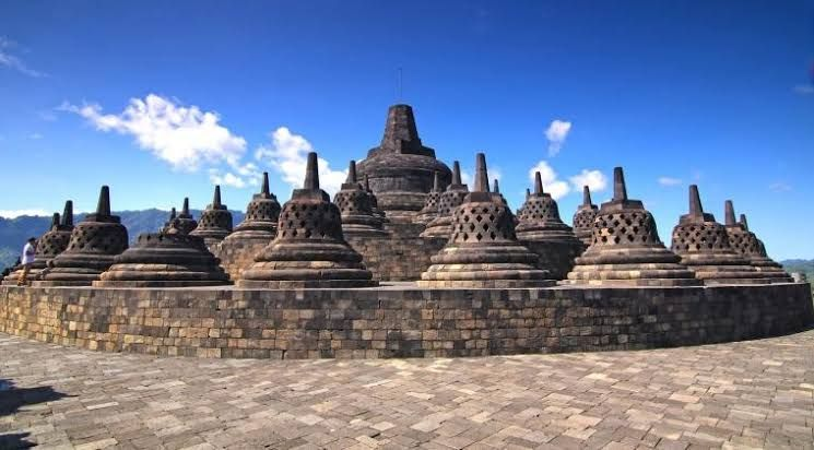 Ilustrasi Candi Borobudur (sumber: tic.wonderin id)