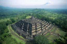 Ilustrasi Candi Borobudur (sumber: propertyinside.id)