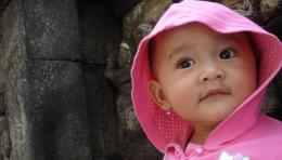 Si Sulung saat berpose di depan relief Borobudur beberapa tahun lalu (dokumen pribadi)