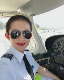 Pilot Sally Zhe Wang. (Gambar inf.news)