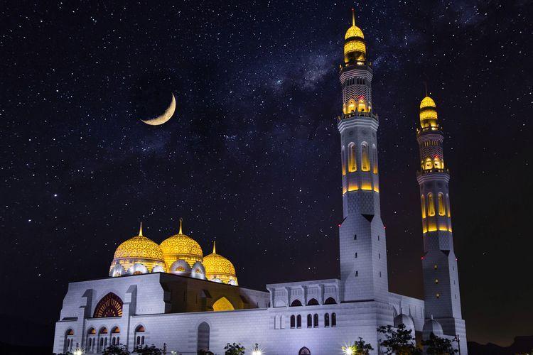 Menyambut hari raya Idul Fitri dengan ibadah saat malam takbiran. Sumber Gambar: Unsplash/KATERINA KERDI