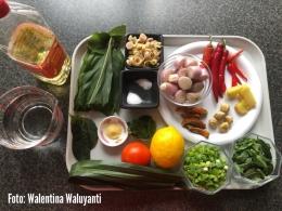 Foto: Bumbu dan bahan untuk membuat ayam woku belanga.|Dokumentasi pribadi