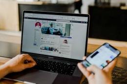 Penggunaan akses internet dan media sosial yang terus meningkat semakin membuka peluang terjadinya penyimpangan,  pelanggaran dan konflik.  (Ilustrasi foto :sekawanmedia.co. id)