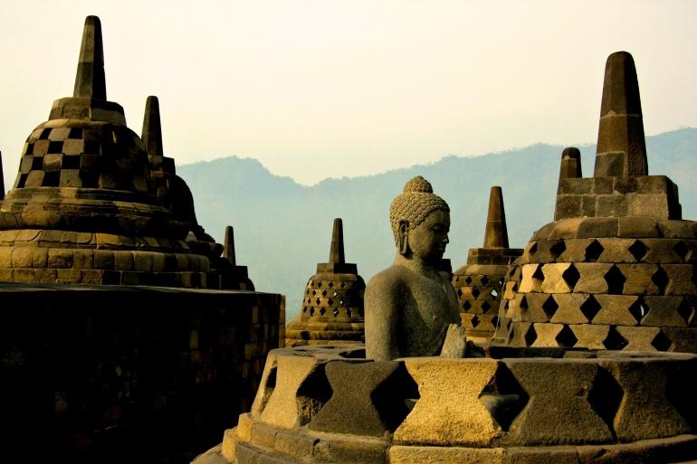 Arca Candi Borobudur. Sumber: unsplash.com