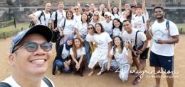 Bersama peserta dari negara lain dalam rangkaian acara Wonderful Indonesia Kemenpar Tahun 2018 di Candi Borobudur. (sumber : www.deddyhuang.com)