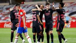 Para pemain Madrid merayakan kemenangan 4-1 atas Granada dalam lanjutan La Liga pekan ke 36.Foto:Fermin Rodriguez/AP via sport.detik.com