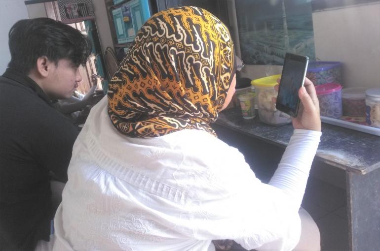 Silaturahmi Hari Raya Lebaran saat Pandemi melalui perangkat gadget (Sumber: dokumen pribadi)
