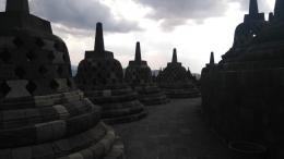Candi Borobudur selalu menjadi objek wisata yang menarik (Foto: Dokumen Pribadi).