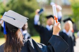 Fresh Graduate (Sumber: id.depositphotos.com)