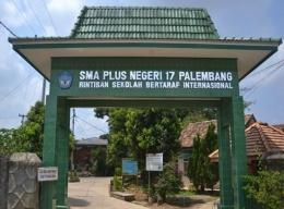 Gerbang SMA Plus Negeri 17 Palembang. Sumber: orator.id