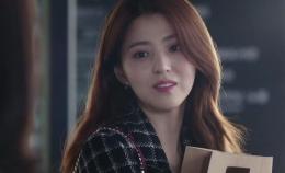 Tangkapan layar salah satu karakter yang diperankan artis Han So-Hee dalam K-Drama The World of the Married (Sumber foto: Netflix -- The World of the Married koleksi tim Get This Look!)