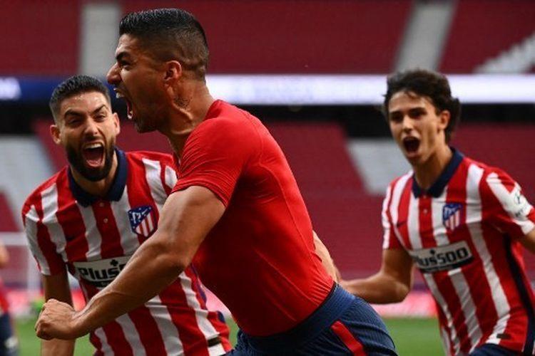 Luis Suarez merayakan gol kemenangan ke gawang Osasuna. Gol itu menjaga kans Atletico Madrid berada di puncak klasemen La Liga Spanyol sekaligus menjaga peluang menjadi juara Liga Spanyol musim ini. Sumber foto: AFP/ GABRIEL BOUYS via Kompas Com