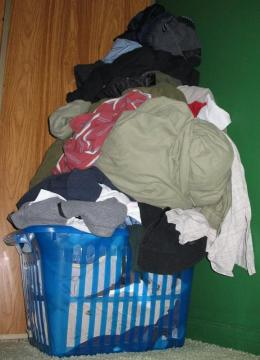 Tumpukan Pakaian Kotor (sumber gambar: Padang Deterjen wordpress.com)