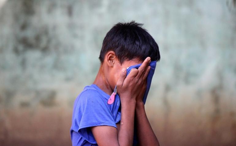 ilustrasi kesedihan anak kecil. (sumber: unsplash.com/@lucashew)