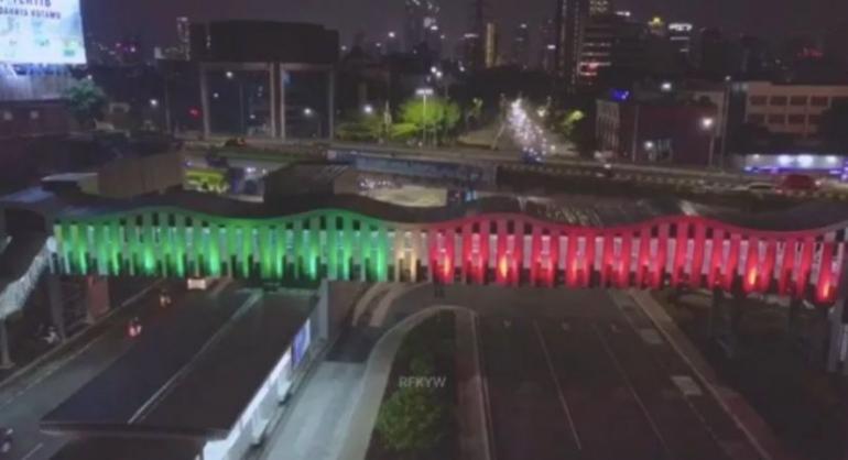 Lampu JPO dengan citra bendera Palestina di Jakarta (Foto: okezone.com)
