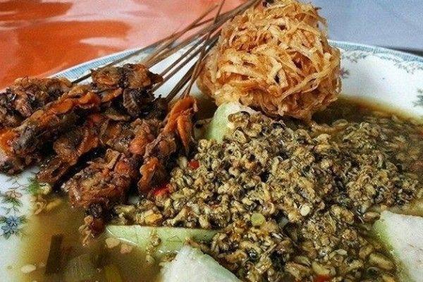 Kupang lontong, makanan khas Sidoarjo yang enak dinikmati saat unjung-unjung Lebaran/Foto: IDN Times