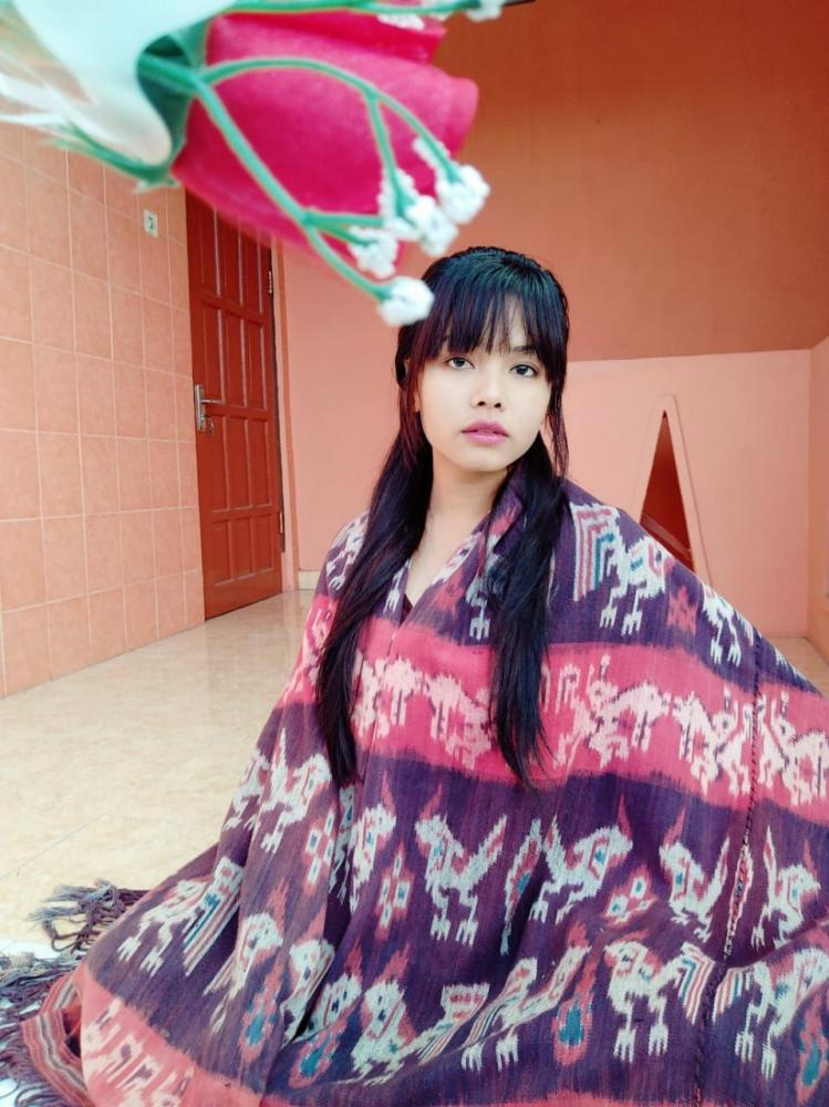 Belis nona Sumba Timur itu mahal nak. Ilustrasi foto oleh Santi sahabat penulis.