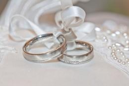 Ilustrasi cincin pernikahan (sumber gambar oleh marla66 dari Pixabay)
