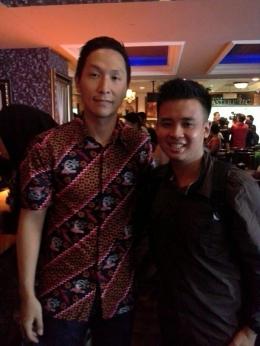 Usai wawancara singkat, sempat berfoto dengan mantan pebasket Timnas Indonesia, Xaverius Prawiro (Foto: Dokumen Pribadi).