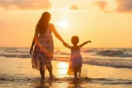Ilustrasi ibu dan Anak (sumber gambar: pixabay.com)