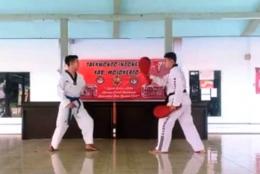 Gaya Reza saat memulai gerakan saat mengikuti kompetisi virtual Taekwondo/dokpri