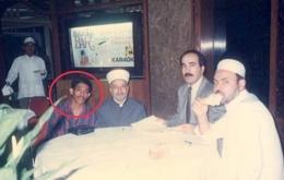 Saya Nur Terbit (dalam lingkaran) bersama Imam Mesjid Al Aqsa Palestina bersama staf Kedubes Palestina (dok pribadi)
