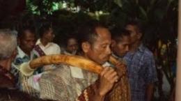 Ilustrasi perjodohan tradisional di Flores: Gambar diambil dari: hipwee.com