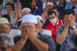 Shalat sunnah empat rakaat setelah selesai melaksanakan shalat Jumat bagi laki-laki muslim. | Kompas