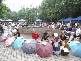 Perjodohan di marriage market Shanghai | foto: Jpbowen—