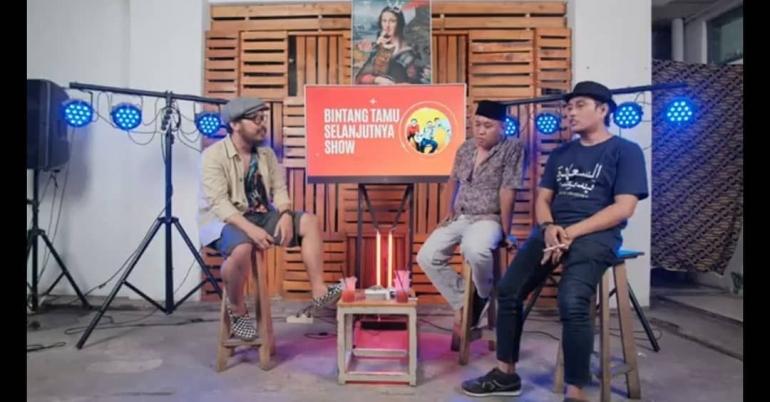 Dari kiri ke kanan, Afton Brewok, Somad, Braham Faola dalam acara podcastnya. foto: Instagram @Somad_BTYPT
