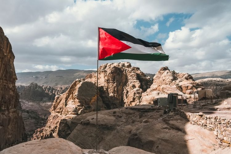 Suara publik di Indonesia menolak segala bentuk penjajahan hendaknya dapat disuarakan selantang-lantangnya dalam kebijakan politik luar negeri yang mendukung kemerdekaan atas Palestina (Shutterstock via KOMPAS.com)